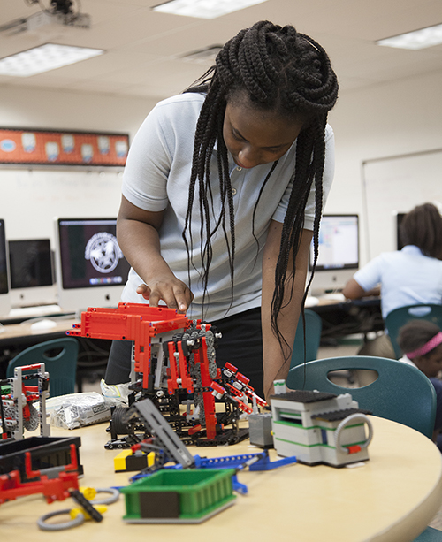 Hays Porter student particpates in robotics program
